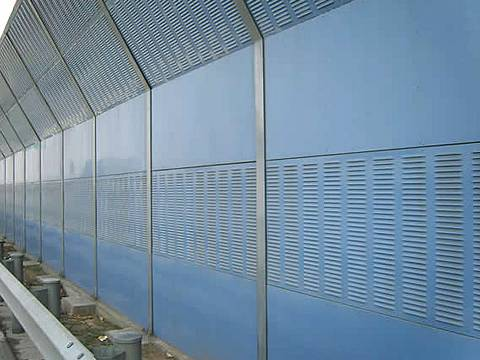 Knuckling shape noise barriers are installed on the highway.