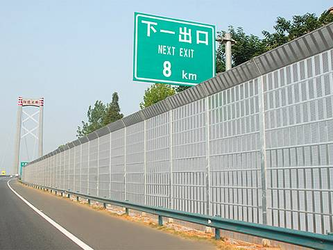 Top Knuckling shaped noise barriers are installed on the highway.